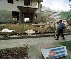 Απρίλιος - Οκτώβριος 1980: Η Κούβα επιτρέπει σε 125.000 κατοίκους να ταξιδεύσουν στις ΗΠΑ από το λιμάνι Mariel.