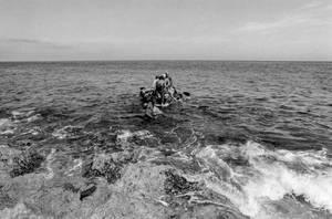 Αύγουστος - Σεπτέμβριος 1994: Περισσότεροι από 35.000 άνθρωποι εγκαταλείπουν την Κούβα και κατευθύνονται με σκάφη προς τις Ηνωμένες Πολιτείες.