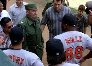 Μάρτιος 1999: Η κυβέρνηση Κλίντον εγκρίνει παιχνίδια επίδειξης μεταξύ των Baltimore Orioles και της εθνικής ομάδας μπέιζμπολ της Κούβας. Αυτή ήταν για πρώτη φορά από το 1959 που αμερικάνικη ομάδα μπέιζμπολ έπαιξε στην Κούβα.
