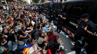 Ισπανία: Χιλιάδες διαδηλωτές στους δρόμους της Καταλονίας κατά της βίας (pics)