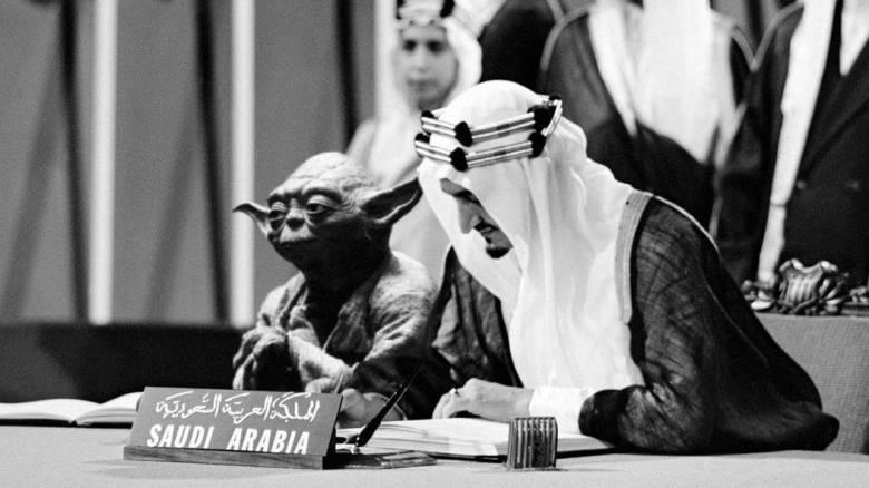 Ο βασιλιάς Φαϊζάλ της Σαουδικής Αραβίας εμφανίζεται σε σχολικό βιβλίο με τον... Γιόντα
