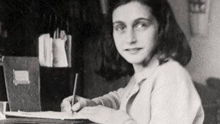 Ποιος πρόδωσε την Άννα Φρανκ; Νέες έρευνες για τη λύση του μυστηρίου