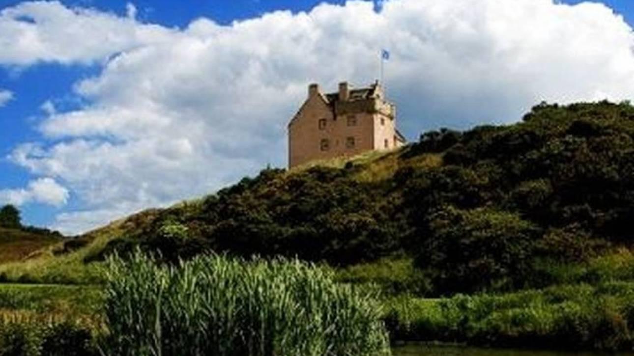 Ζήσε σε ένα από τα εντυπωσιακότερα κάστρα της Ευρώπης (pics)