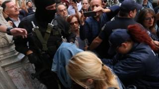Δρακόντεια μέτρα και αποδοκιμασίες για τους απαγωγείς του Λεμπιδάκη (pics)