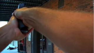 Αστυνομικός πυροβόλησε εναντίον του ηθοποιού που υποδυόταν τον ληστή μπαρ (vid)