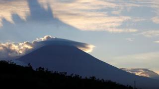«Βρυχάται» το ηφαίστειο Αγκούνγκ: 147.000 άνθρωποι εγκατέλειψαν τις εστίες τους