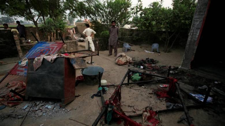 Πακιστάν: 18 νεκροί επίθεση καμικάζι στην είσοδο χώρου λατρείας
