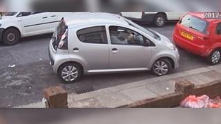 Είχε εννέα μέτρα για να παρκάρει, έκανε 7 προσπάθειες και στο τέλος έφυγε (Vid)