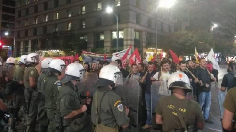 Συγκρούσεις ΜΑΤ-διαδηλωτών κατά την ομιλία Τσίπρα με τραυματία (pics&vids)
