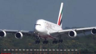 Απίστευτη προσγείωση για ένα Airbus A380 στο Ντίσελντορφ (vid)