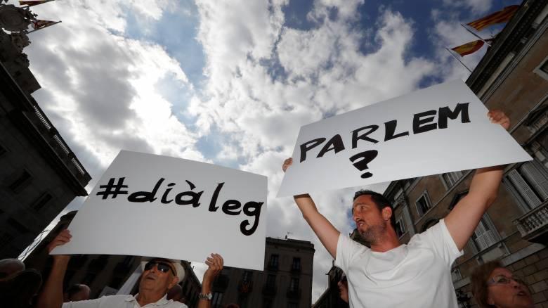 Στους δρόμους και πάλι οι Ισπανοί καθώς η ένταση με την Καταλονία κλιμακώνεται (pics)