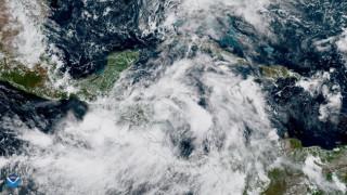 Η καταιγίδα Νέιτ φτάνει στις ΗΠΑ - Κλείνουν λιμάνια από τη Λουιζιάνα έως τη Φλόριντα
