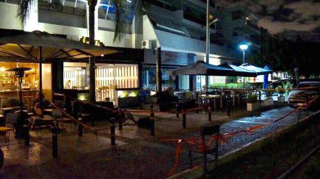 Επεισόδιο με πυροβολισμούς και τραυματίες σε μπαρ στη Γλυφάδα (pics)
