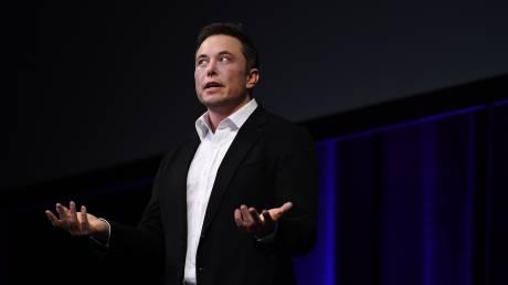 Ο Elon Musk προτιμά το βουνό, διαβάζει Τόλκιν και δεν πίνει μπύρα