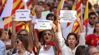Διαδήλωση δεκάδων χιλιάδων ανθρώπων στη Βαρκελώνη κατά της ανεξαρτησίας της Καταλονίας