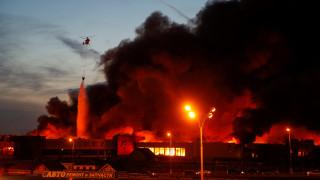 Μεγάλη πυρκαγιά σε αγορά έξω από τη Μόσχα (vids)