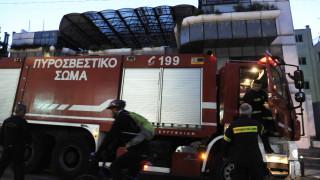 Υπό μερικό έλεγχο η φωτιά στο κτίριο που στεγάζεται η εφορία Γλυφάδας