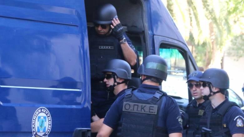 Θεσσαλονίκη: Φωτιά σε εν κινήσει μεταγωγικό της Αστυνομίας