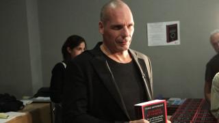 Ο Κώστας Γαβράς θέλει να μεταφέρει το βιβλίο του Βαρουφάκη στη μεγάλη οθόνη
