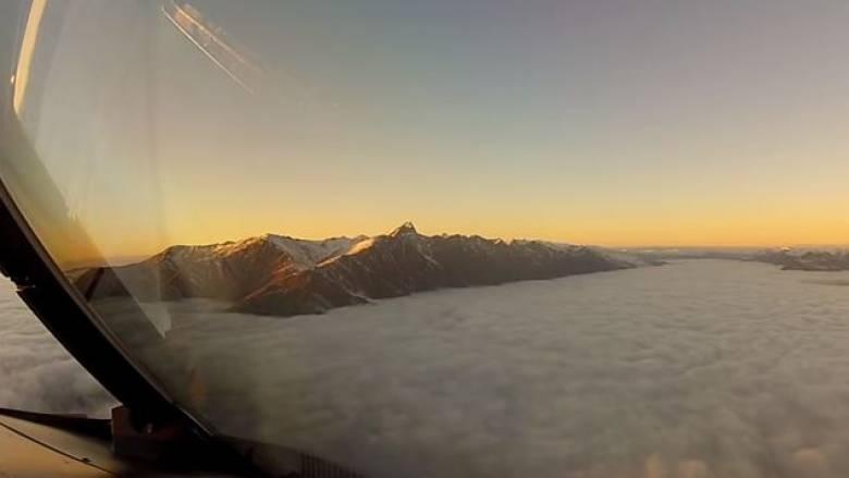 Απίστευτη προσγείωση μέσα από σύννεφα (vid)