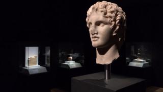 Πώς ταξιδεύουν οι ελληνικές αρχαιότητες; Μια φωτογραφική έκθεση δίνει απαντήσεις