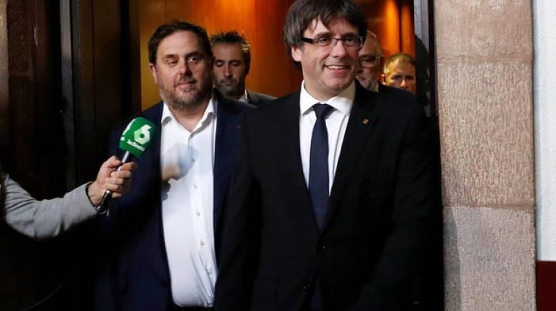 Καταλονία: Κατά μια ώρα καθυστέρησε η ομιλία Πουτζντεμόντ – Αίτημα για διεθνή μεσολάβηση