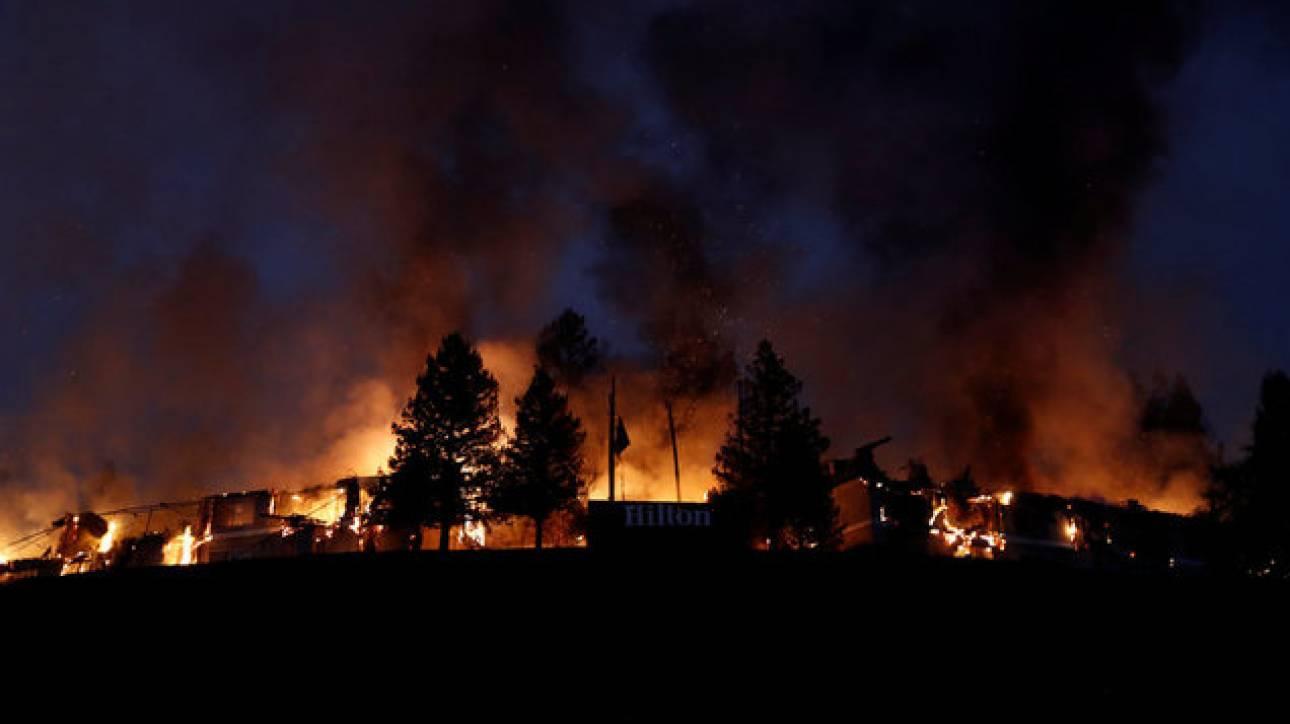 Πύρινη κόλαση στην Καλιφόρνια - Σε κατάσταση φυσικής καταστροφής την κήρυξε ο Τραμπ (pics)