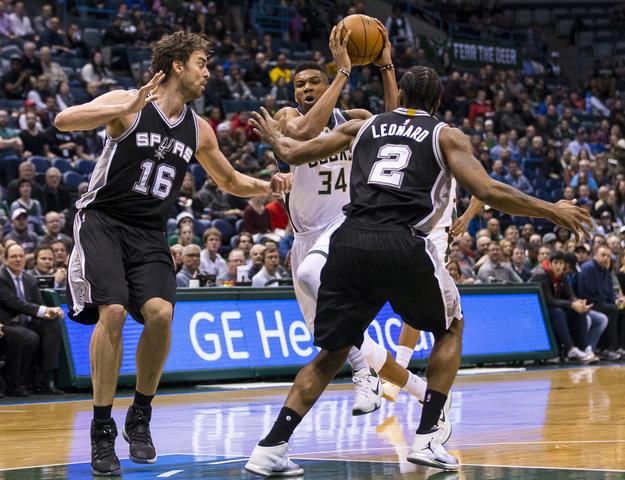 2016 12 06T014617Z 245780490 NOCID RTRMADP 3 NBA SAN ANTONIO SPURS AT MILWAUKEE BUCKS