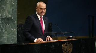 Η σημαία του Κοσόβου κυματίζει στο προξενείο της Αλβανίας στο Μιλάνο