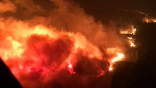 Τουλάχιστον 21 νεκροί από τις πυρκαγιές στην Καλιφόρνια- 8.000 πυροσβέστες στη μάχη με τις φλόγες