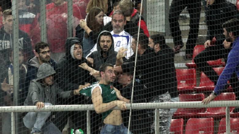 Νέο ντροπιαστικό βίντεο από τον ξυλοδαρμό του οπαδού στον αγώνα της Εθνικής