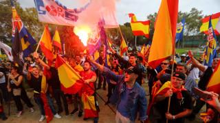 Βίαιες συγκρούσεις στην κεντρική πλατεία της Βαρκελώνης (pics&vids)