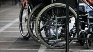 Θεσσαλονίκη:Τόνοι από πλαστικά καπάκια μετατρέπονται σε αναπηρικά αμαξίδια
