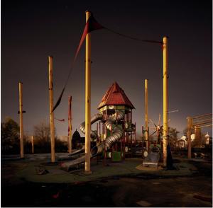 Έξι σημαίες,Νέα Ορλεάνη- Το θεματικό πάρκο έξι σημαίες που βρίσκεται κοντά στην Νέα Ορλεάνη παραμένει κλειστό από τον τυφώνα Κατρίνα από τον οποίο χτυπήθηκε το 2005.«Κατά την διάρκεια της ημέρας, όλα έδειχναν φυσιολογικά, αλλά καθώς έπεφτα το σκοτάδι, το