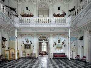Κάστρο Hunter, Βέλγιο- Ο Μότσαρτ  έμεινε για μία νύχτα σε αυτό τον ξενώνα το 1763. Ο τελευταίος ιδιοκτήτης του δεν μπορούσε να καλύψει τα βασικά έξοδα για την συντήρησή του και έκτοτε η σκόνη στο κτίριο συσσωρεύεται.  «Η σιωπή στο εσωτερικό του σε καμία
