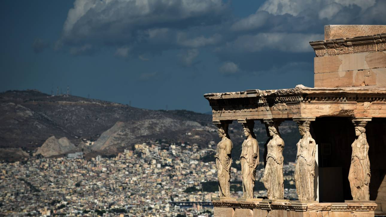 Telegraph: Επισκεφθείτε την Αθήνα πριν έρθει ο χειμώνας