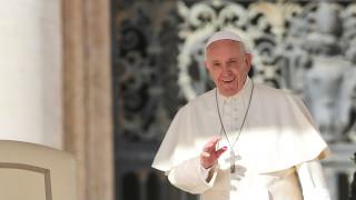 Ο «σούπερ ήρωας» Πάπας Φραγκίσκος συγκεντρώνει χρήματα για καλό σκοπό (pics)