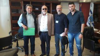 Αποζημίωση και μείωση του ΦΠΑ ζητούν οι ιχθυοπώλες λόγω της ρύπανσης στο Σαρωνικό