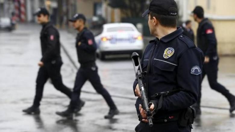 Συνεχίζονται οι εκκαθαρίσεις στην Τουρκία: Εντάλματα σύλληψης για 100 πρώην αστυνομικούς