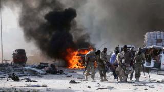 Σομαλία: Δεκάδες νεκροί από έκρηξη παγιδευμένου οχήματος στη Μογκαντίσου (pics)
