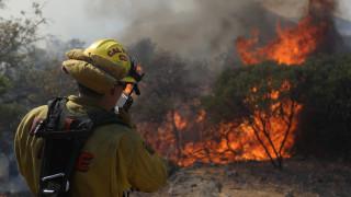 Μαίνεται η πύρινη κόλαση στην Καλιφόρνια (pics)