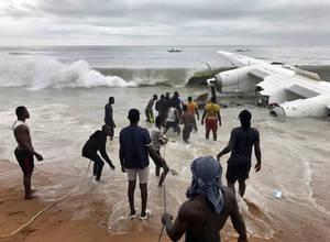 Ακτή Ελεφαντοστού: Εικόνες από το σημείο της συντριβής του αεροσκάφους