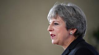 Brexit: Στις Βρυξέλλες η Μέι για συνομιλίες με Γιούνκερ και Μπαρνιέ