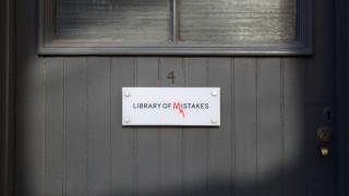 Η Βιβλιοθήκη των Λαθών θέλει να σώσει τον κόσμο από την επόμενη οικονομική κρίση