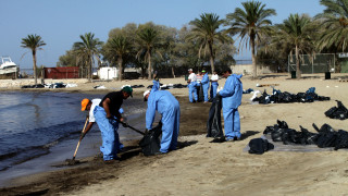 Παραδίδονται οι ακτές του Παλαιού Φαλήρου μετά τον καθαρισμό από την πετρελαιοκηλίδα