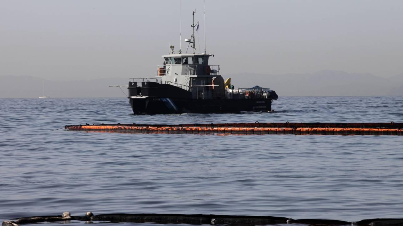 Νέα θαλάσσια ρύπανση από φορτηγό πλοίο στο Κερατσίνι