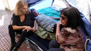 Απεργία πείνας τεσσάρων δημοσιογράφων έξω από τα γραφεία της ΕΣΗΕΑ