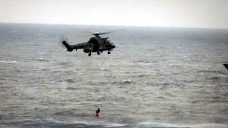 Διάσωση επιβαινόντων θαλαμηγού από ελικόπτερο super puma της Πολεμικής Αεροπορίας