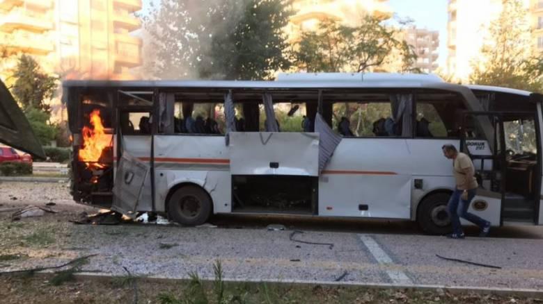 Τουρκία: Βομβιστική επίθεση εναντίον αστυνομικού οχήματος (pics)