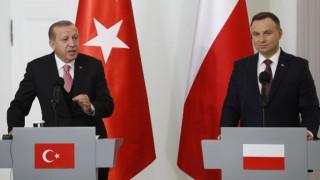 Επίσκεψη Ερντογάν στην Πολωνία - Οι αιχμές του «σουλτάνου» για την Ε.Ε.